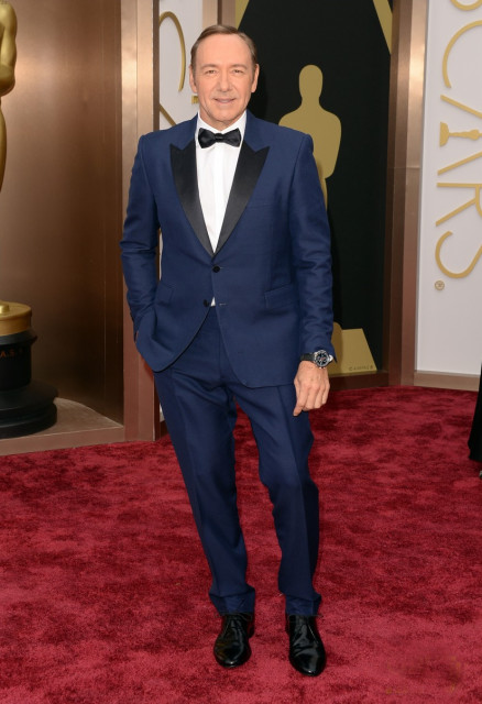 kevin-spacey-oscars-2014-red-carpet-02